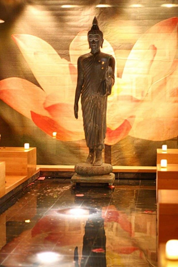 lotus wall and buddhist statue restaurant interior on great wall chinese restaurant id=97349