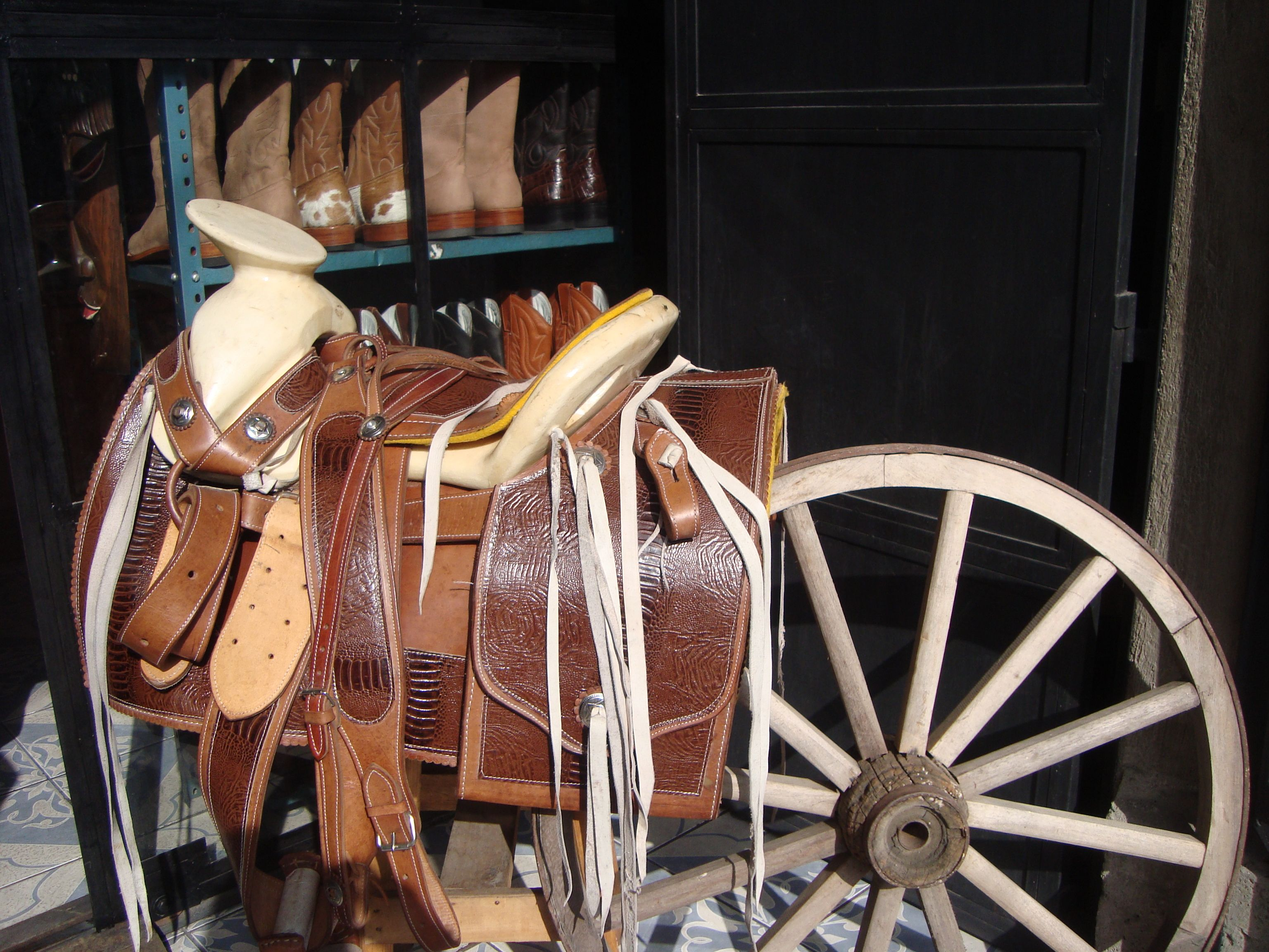 Sillas de montar chaparreras lo mejor de cuero en for Sillas para montar