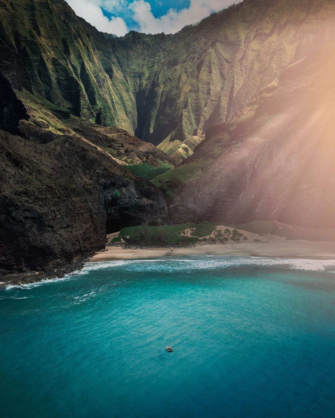 Marvelous Hawaii Marveloushawaii Posted On Instagram That Is Why Movies Are Filmed On These Beaches Of Kauai Wow Hawaiiinside In 2020 Kauai Places To Go Hawaii