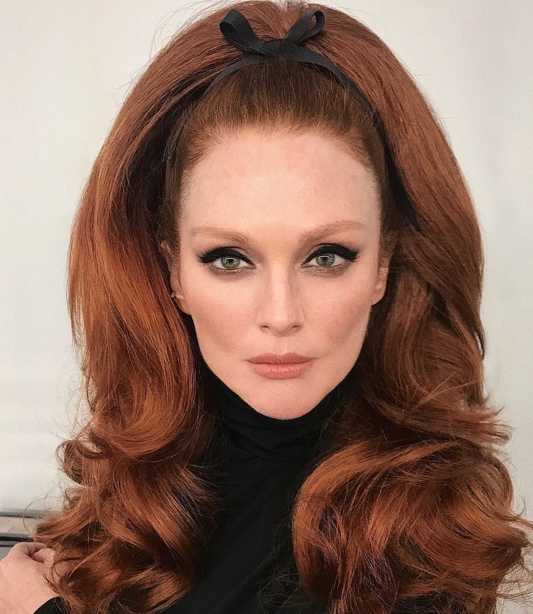 Julianne Moore S 60s Bouffant Winnie Harlow S Lime Green Shadow And More Of The Best Beauty Instagrams This Week Hair Styles Long Hair Styles 1960s Hair