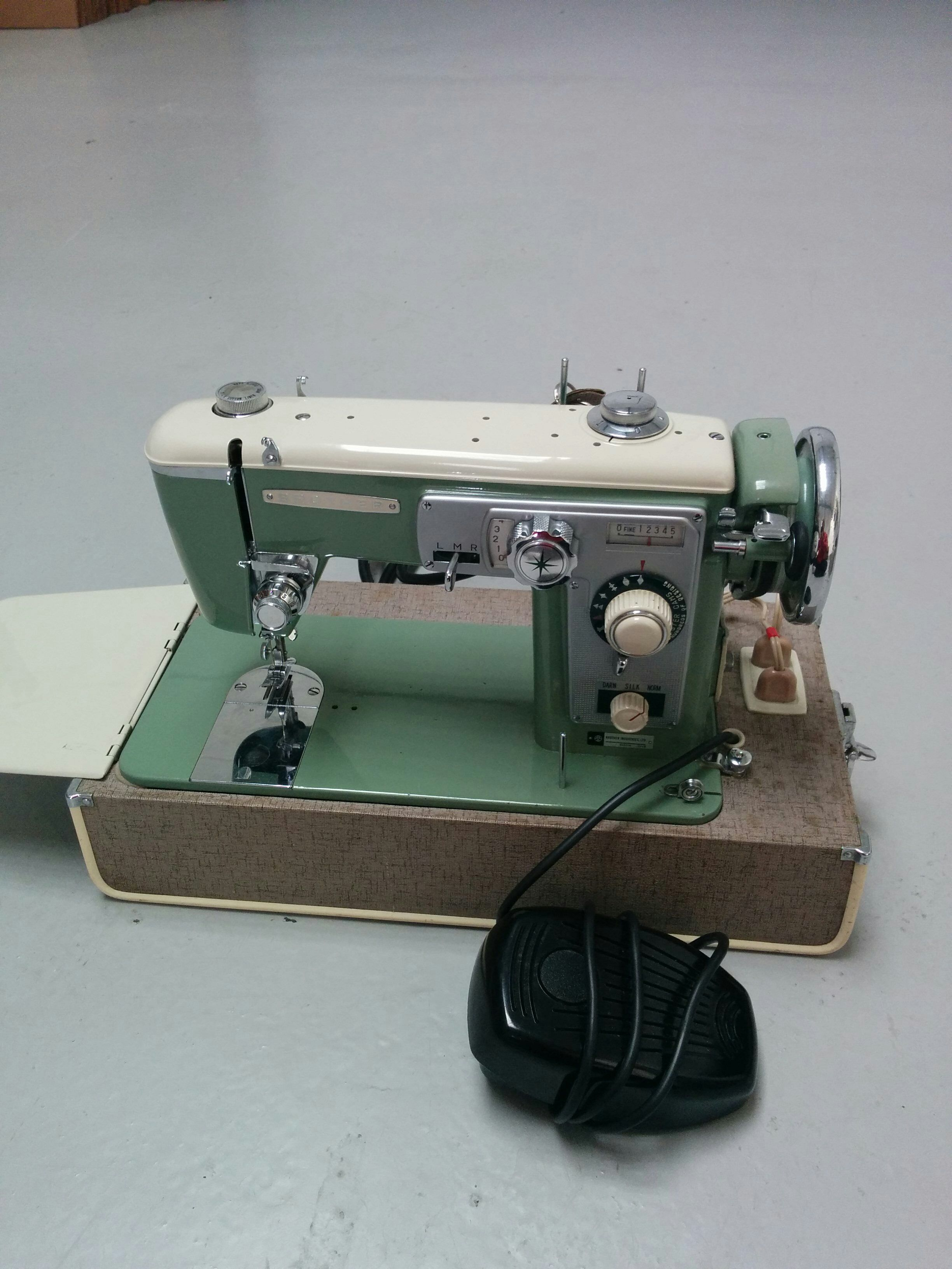 Brother 210 1950s 1960s Bz712984 Vintage Sewing Machines Antique Sewing Machines Sewing Machine