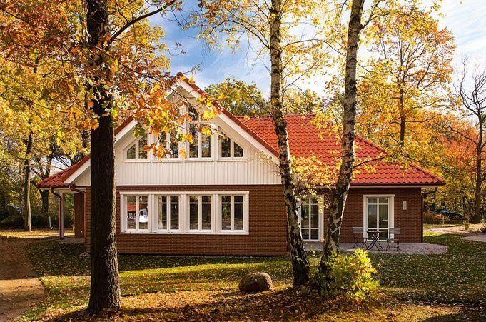 barrierefreier winkelbungalow vita von haacke haus haus bau bungalows. Black Bedroom Furniture Sets. Home Design Ideas