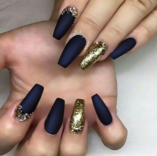 Uñas De Acrílico Color Azul Mate Con Gliter Dorado Uñas