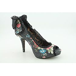 @Overstock - The Cammie heels by Betsey Johnson lets you step out with a charismatic appeal to your fashion forward style. This peep-toe shoe features a fabric upper in solid or floral print with ruffled detail at the topline, including ruffled detail and a...http://www.overstock.com/Clothing-Shoes/Betsey-Johnson-Womens-Cammie-Black-Dress-Shoes/6758095/product.html?CID=214117 $104.99