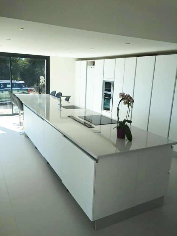 ilot central en pierre de lave maill e blanc cozinha kitchen island kitchen et home decor. Black Bedroom Furniture Sets. Home Design Ideas