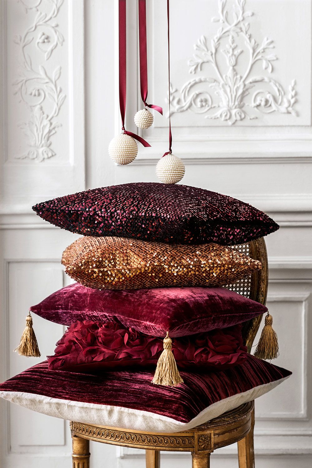 Tradition och glamour när H\u0026M Home gör jul | Glamour, Pillows and ...