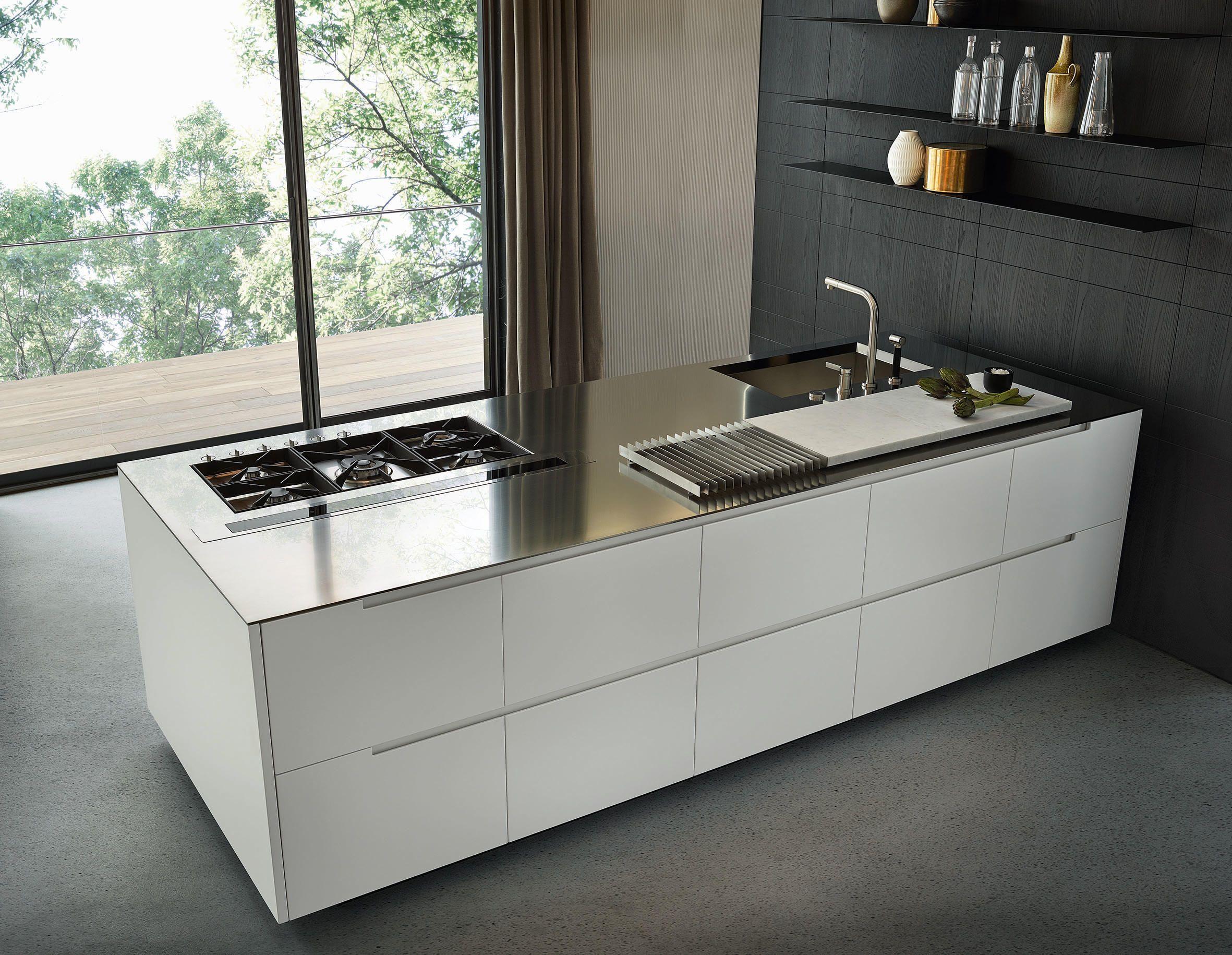 Die Küche Phoenix, entworfen von CR&S Varenna, zeigt das Konzept der ...
