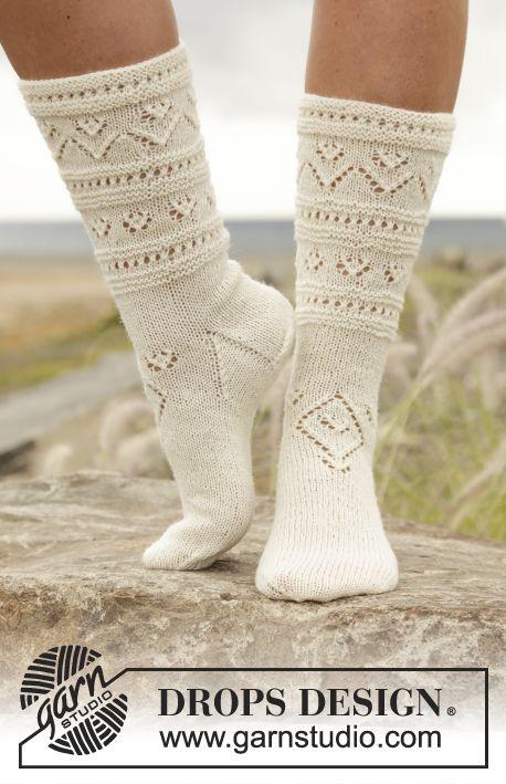 Gebreide DROPS sokken met kantpatroon van   sokken   Pinterest ...