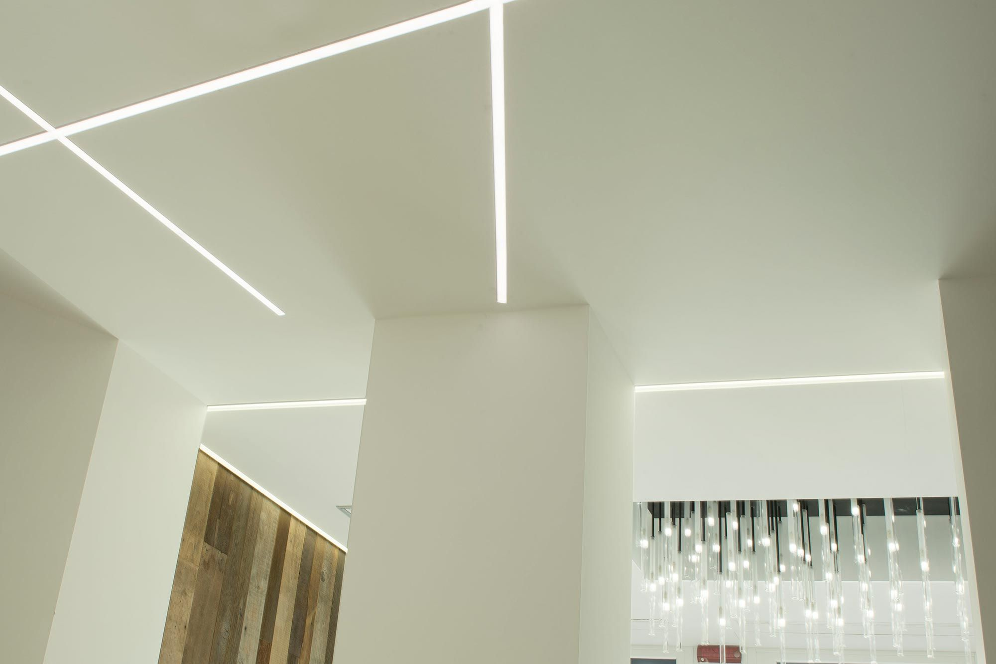Lampadario Da Ingresso : Il particolare lampadario personalizzato all ingresso