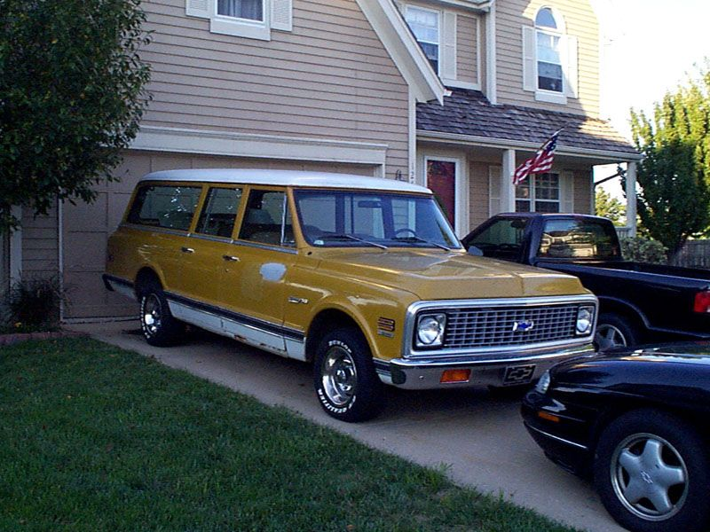 1972 Chevy Suburban This Paint Scheme Looks Attractive Too Chevy Suburban Classic Cars Trucks Chevy