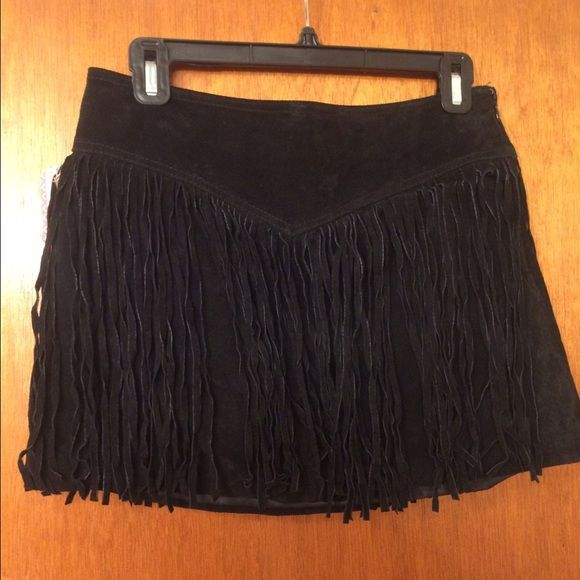 Forever 21 suede fringe black skirt Awesome skirt! Popular fringe design. Zipper closure. Forever 21 Skirts