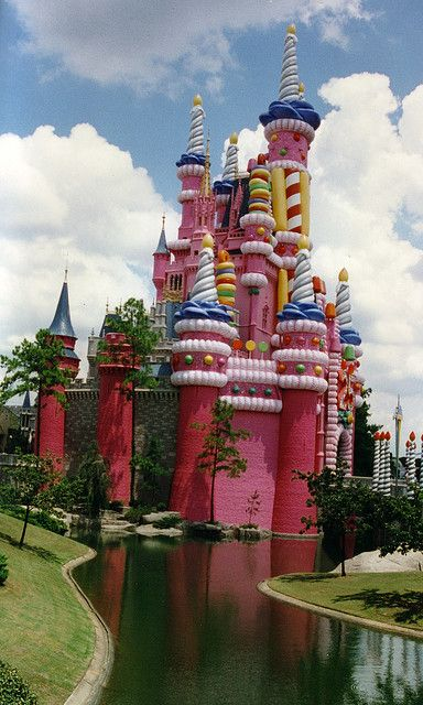 Cake castle lugares magicos disney y lugares walt disney world 25th anniversary castle collection galleries world map app garden gumiabroncs Images