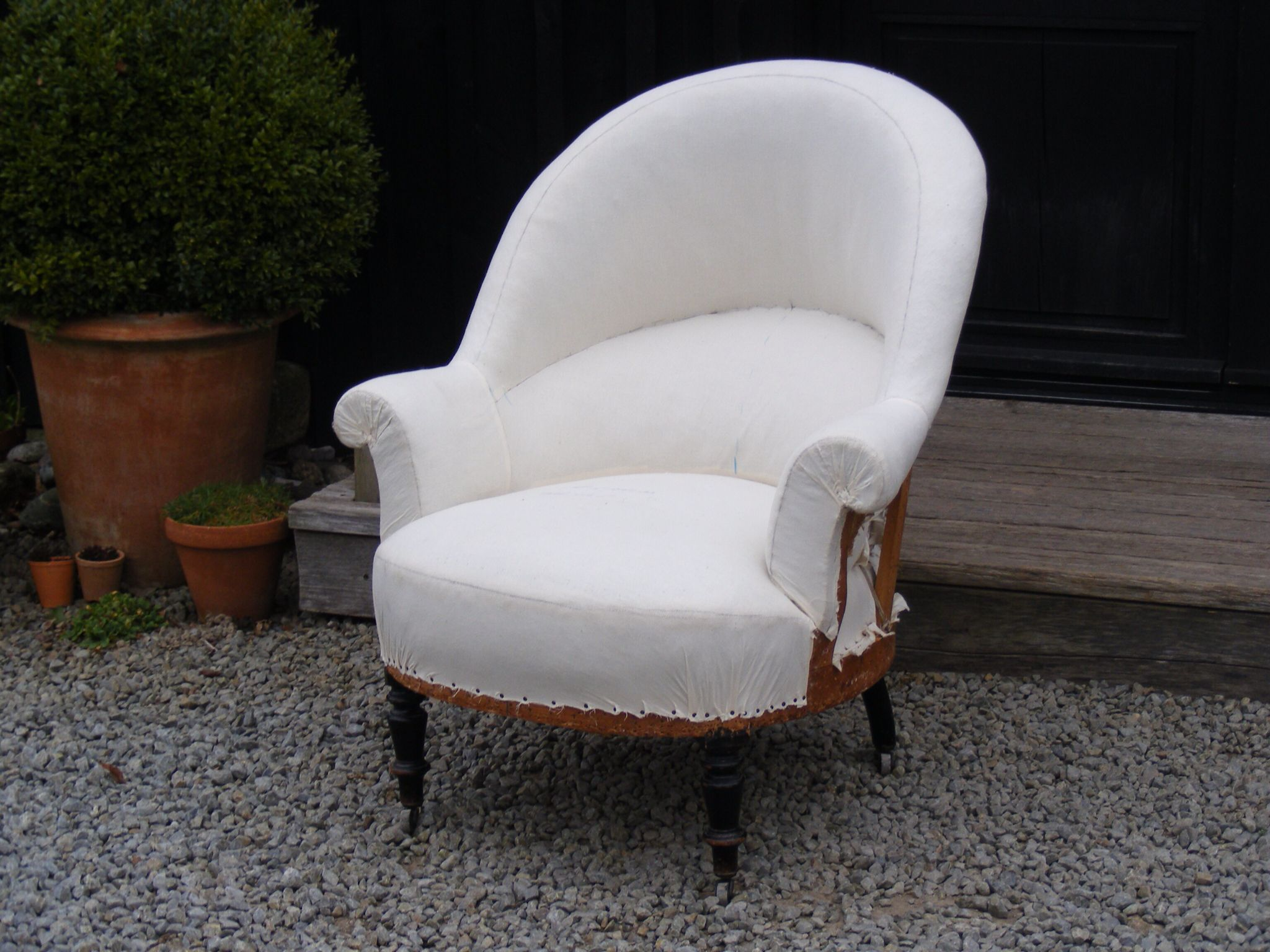 Beautiful Large Tub Chair Covered In Calico With Casters. Height: 96cm Width: 84cm  Depth