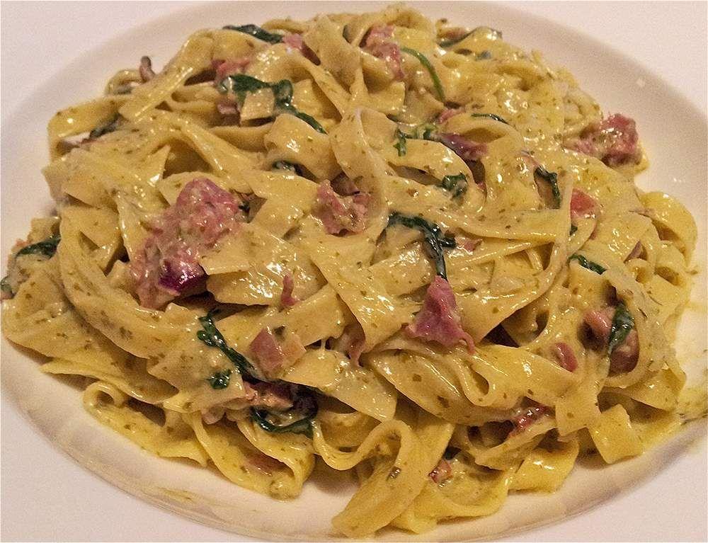 Pasta pesto rucola parmaham - pasta recepten — Alles Over Italiaans Eten