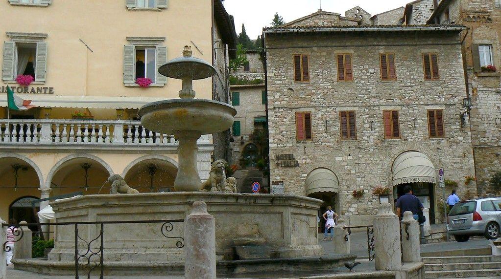 Costo suolo pubblico Assisi stabilito da Legge, Lega, Di Santi, studia di più