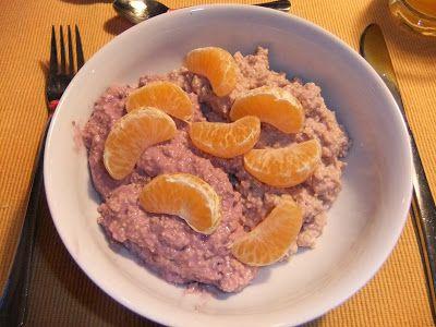 Kunterbuntes Frühstück bei Ökozwergin - wer errät, was den Sojajoghurt so hübsch rosa färbt?