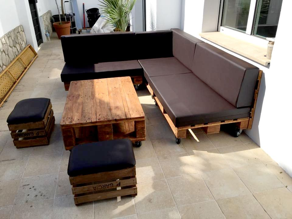 35 Super Cool Diy Sofas And Couches In 2019 Pallets Pinterest