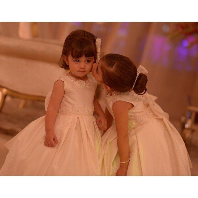 Quanto carinho entre essas princesinhas , muito lindas @mylenanavesrocha!!! #amooquefaco #encantarosolhos #brilhonoolhar #daminhas #damascasadehonra #princesas #principe #pajem #principe