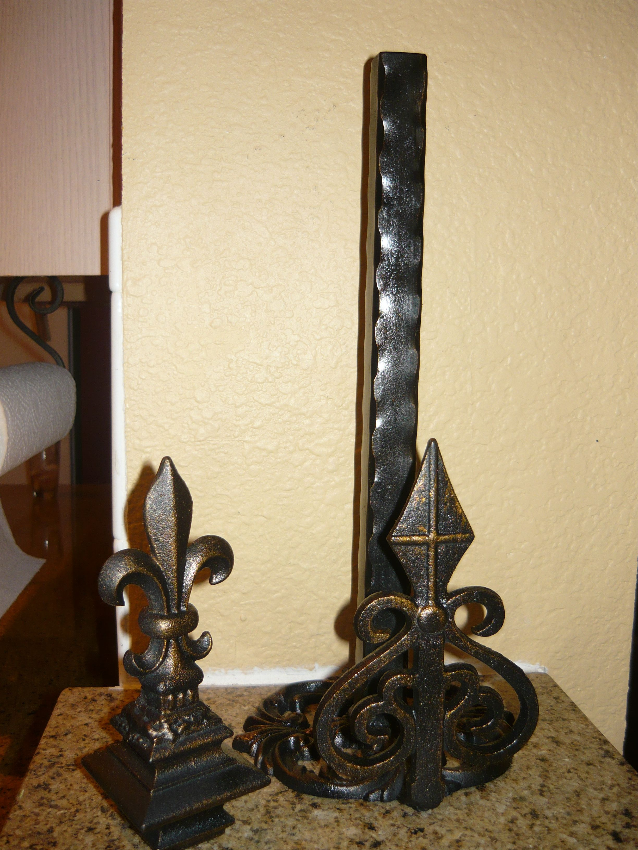Iron Paper towel holder with fleur de lis finial and hammered iron ...