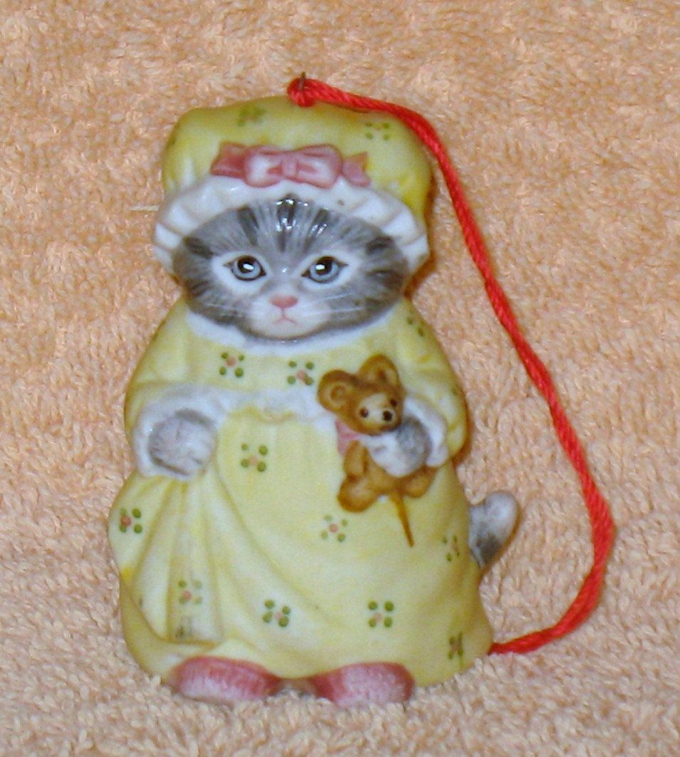vintage kitty cucumber in yellow night gown night light