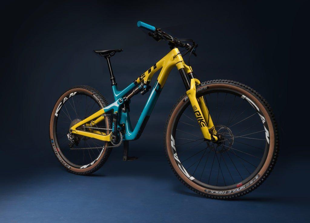 Retro Theme Painted Yeti Sb130 Bikeporn In 2020 Beautiful