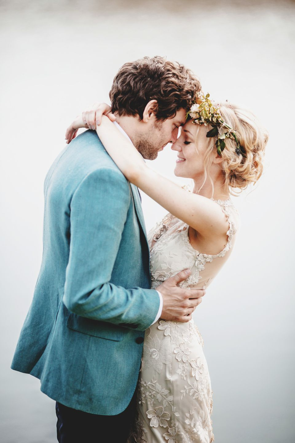 Claire Pettibone and Flowers In Her Hair – A Spectacular Outdoor ...