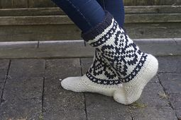 Ravelry: Mukluks pattern by tincanknits