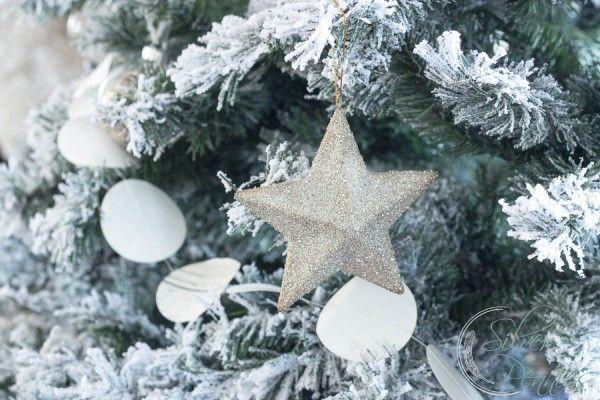 Gorgeous coastal Christmas home tour! SO many simple but beautiful - coastal christmas decorations