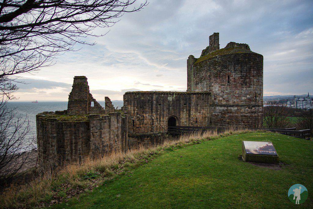 Ravenscraig Castle In Kirkcaldy Historical Place Scottish Castles Monument Valley