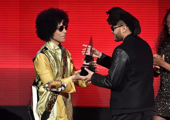"""Prince presented the best soul/R&B album to The Weeknd's at the American Music Awards 2015 for """"Beauty behind the... https://www.facebook.com/photo.php?fbid=903896686360723"""