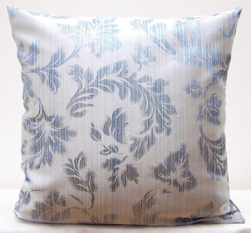 Poszewka W Kolorze Białym Z Błękitnym Ornamentem Poszewki Do