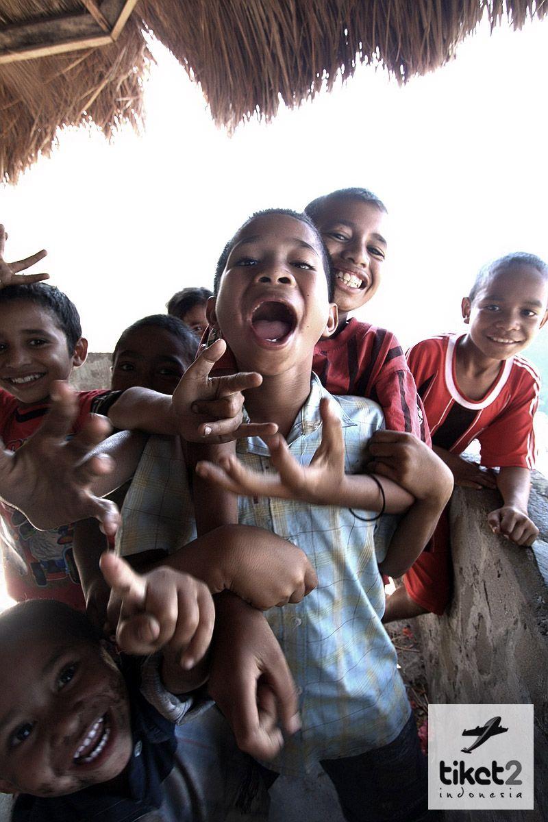 Anak Anak Di Desa Adat Bena Bajawa Flores Indonesia Semangat