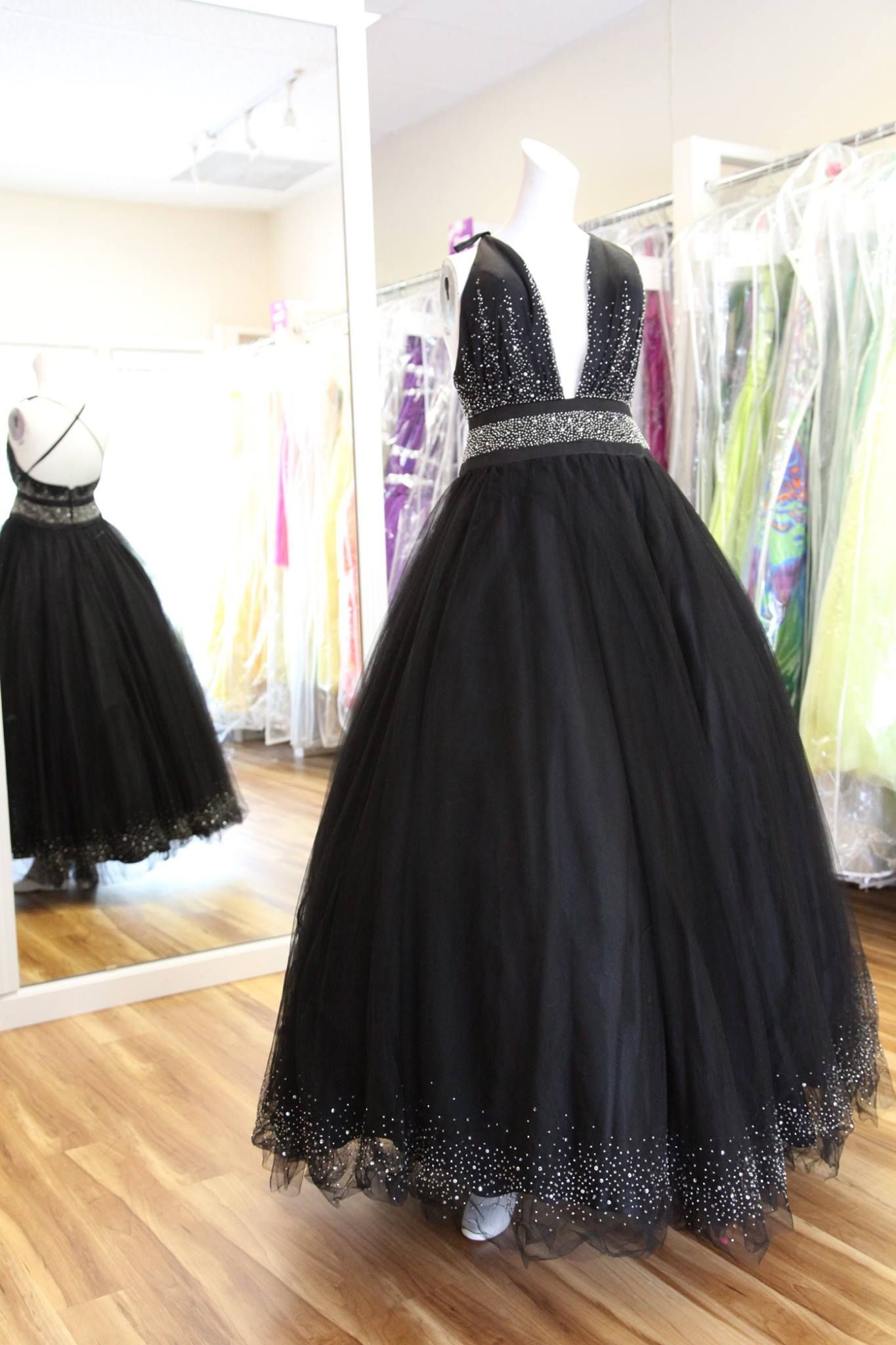 Item 10854182. Xcited. Retail 420. Style 3237. Size 6