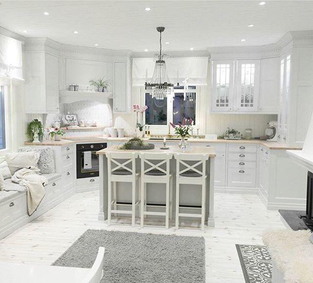 @mylittleredhouse  #interiør #luxury #homedetails #details #interiors #interior125 #dekor #decor #livingroom #finahem #inspiration #kitchen #interiorstyled #norway #inspo #inspohome #onetofollow #photooftheday #interior4all #fine_hjem #unike_hjem #inspire_me_home_decor #picoftheday #interior2you #interior4you #livingroom #like4like #shabbychic #eleganceroom