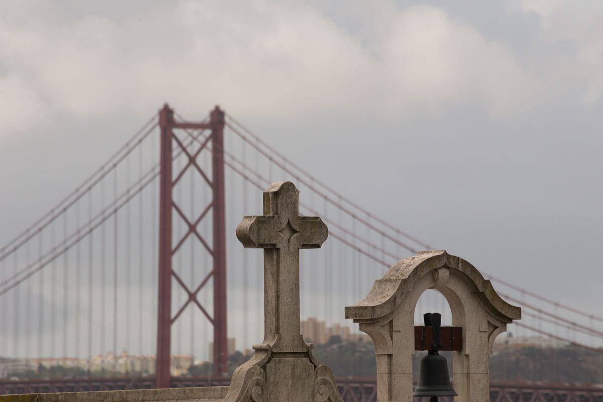 Lissabon - Vorder- und Hintergrund bewusst miteinander kombinieren, um Bilder zu erhalten, die vom Alltäglichen abweichen. http://www.foto-akademie.de/fotoreise-lissabon/
