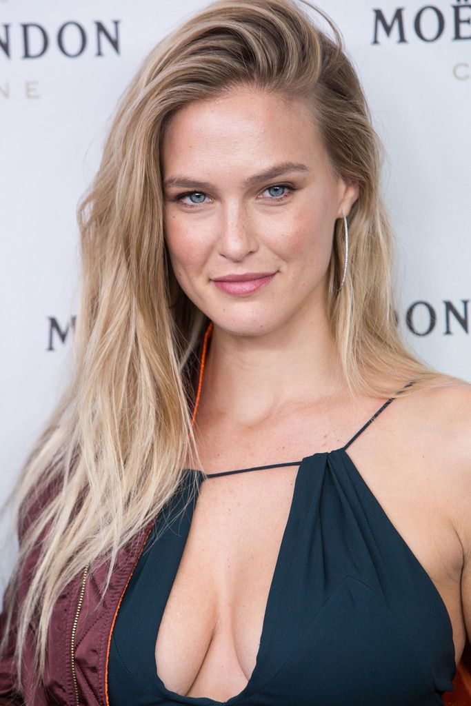 Bar Refaeli Photos Photos Bar Refaeli And Moet Chandon Celebrates New Year S Eve Med Billeder