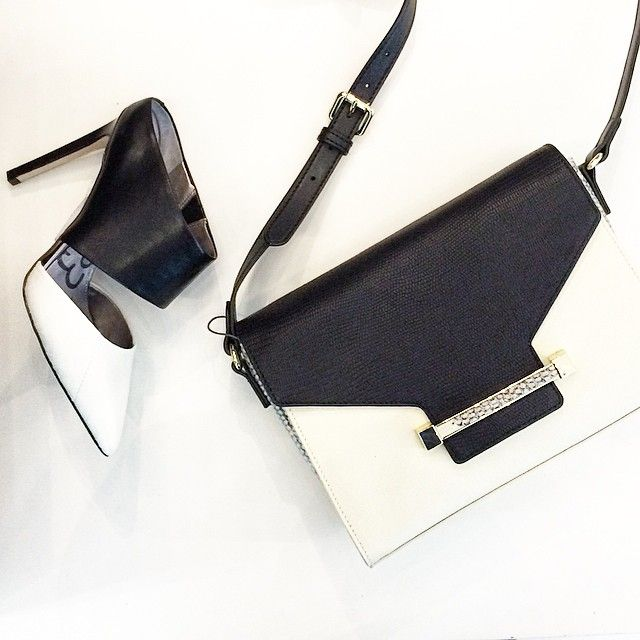 Black & White is always right! Especially with styles from @sam_edelman and @vincecamuto