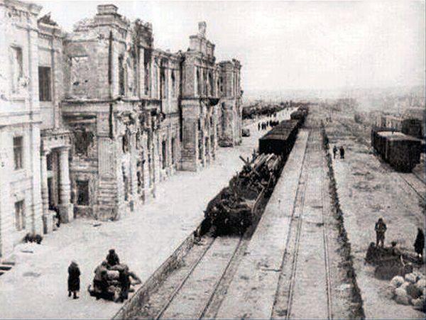 Znalezione obrazy dla zapytania stalingrad railway station 1942