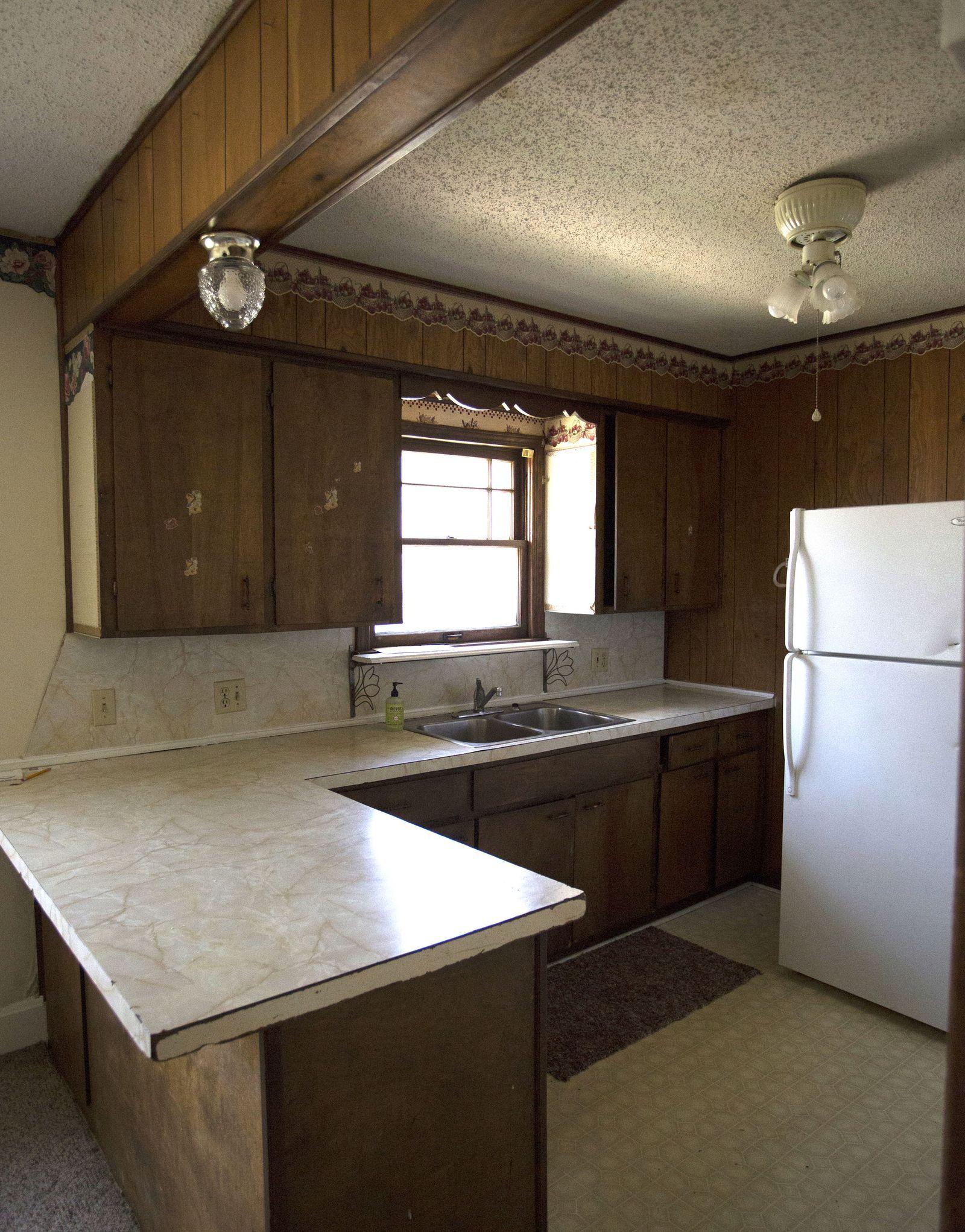 14 Times White Kitchen Cabinets Transformed A Space #darkkitchencabinets