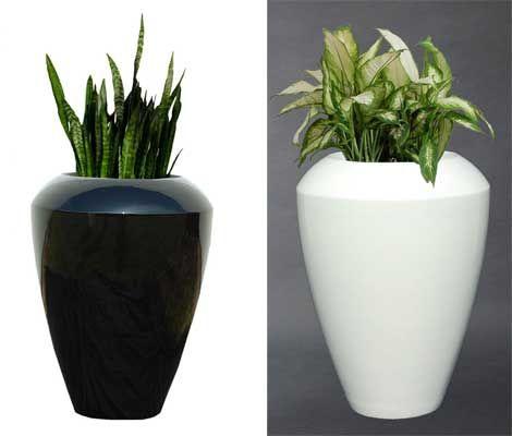 Neue Blumenkübel aus Fiberglas in Schwarz, Weiß und Silber ...