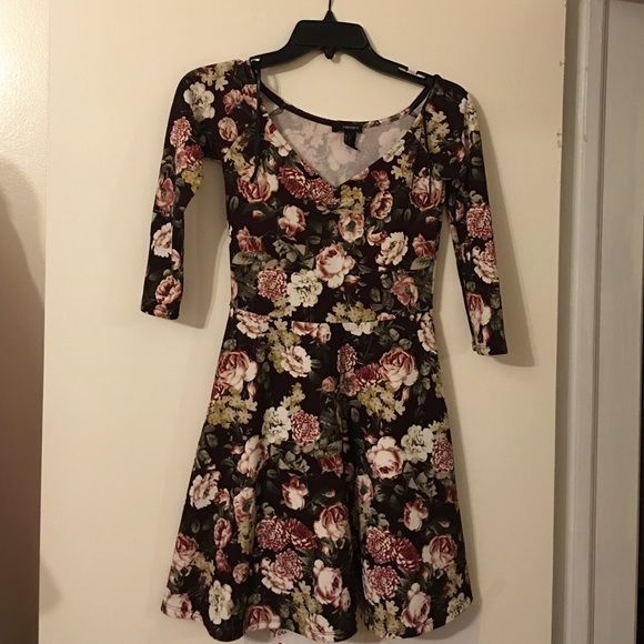 Floral 3/4 Sleeve Dress Beautiful floral dress sz s in perfect conditon Forever 21 Dresses