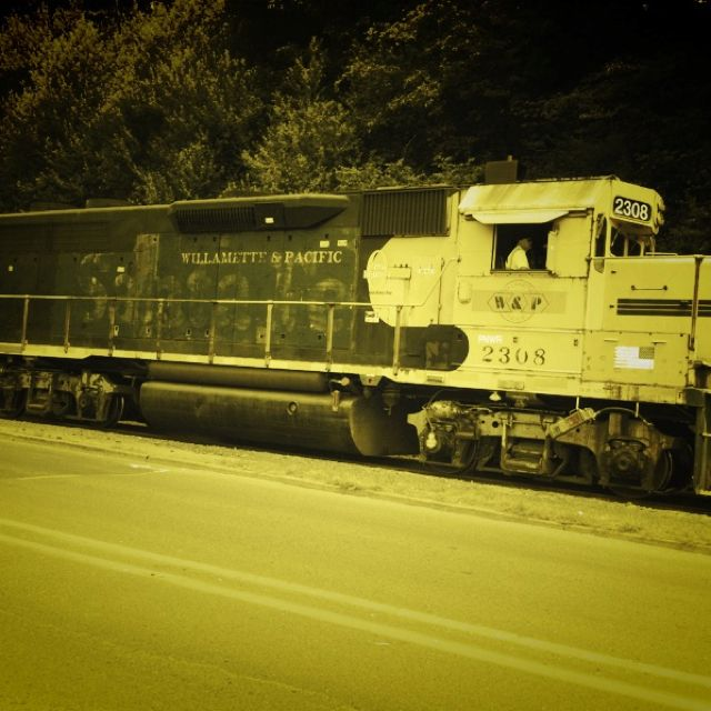 Trains still run regularly in Toledo Oregon to & fro from Georgia Pacific Paper Mill  #LoveOregonCoast