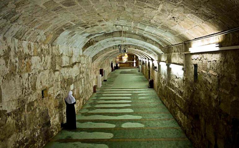 Tunnel Underneath Masjid Al Aqsa Amazing Places On Earth Masjid