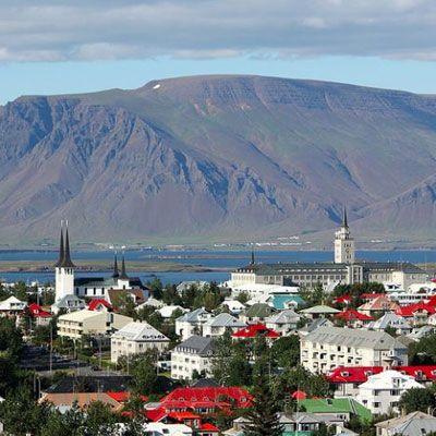 Islandia y el bienestar social.   Islandia, el país que dejó caer a sus bancos, que se rehúsa a formar parte de la Unión Europea, está a punto de recuperar todo el terreno perdido durante su crisis.