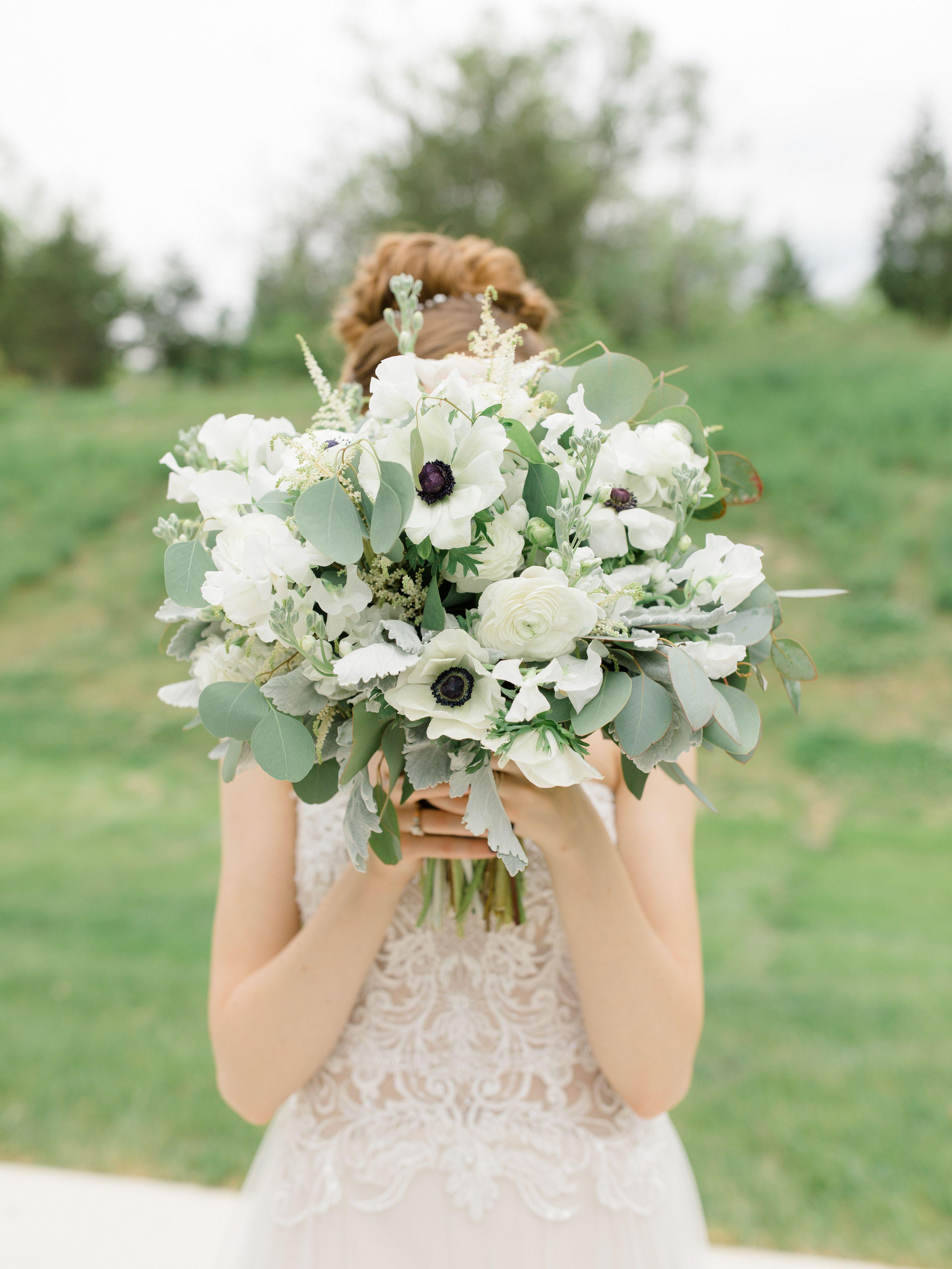 Die 33 Schonsten Ideen Fur Rosa Hochzeitsdeko Brautstrauss Brautstrauss Weiss Hochzeitskleid Spitze