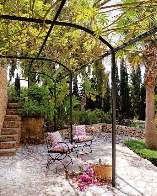 Estilo rustico patios rusticos en francia decoraci n for Decoracion de patios rusticos