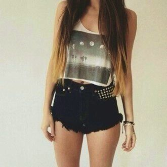 Image via We Heart It https://weheartit.com/entry/130772243/via/8119784 #awesome #black #fashion #hair #handsome #hotpants #ombre #pants #shorts #style #rives #leg's