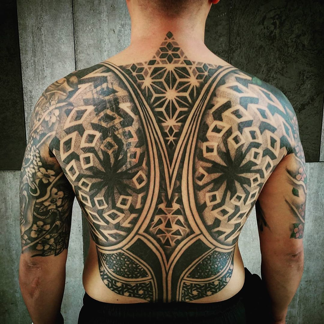 Healed geometric back piece . . . . . #blackwork #dotwork #geometric #tattoos #geometry #ink #inked #dotworktattoo #siemreap #linework #tattooartist #siemreaptattoo #tattooart #pattern #phnompenh #blacktattooart #blackworkers #blxckink #tattooed #phnompenhtattoo #blackworkerssubmission #cambodia #darkartists #geometrip #geometrictattoo #blacktattoo #perspective #composition #omfgeometry #cambodia