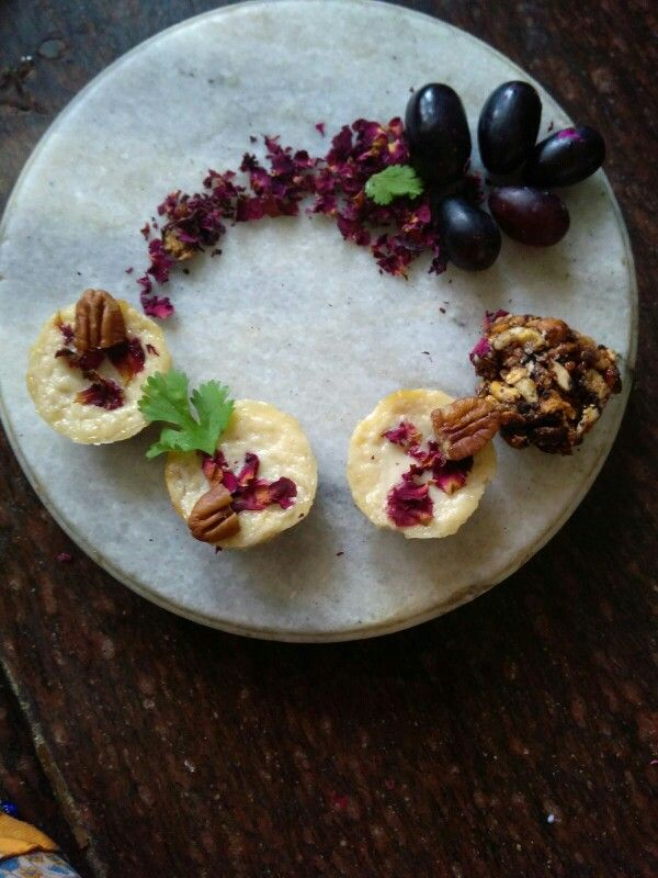 Curd bar with black grapes