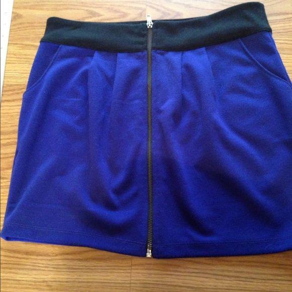Cute short skirt Cute blue with a black waistband and zipper closure skirt. Forever 21 Skirts Mini